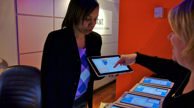 AT&T To Ditch PCs, Embrace iPads For Point of Sales