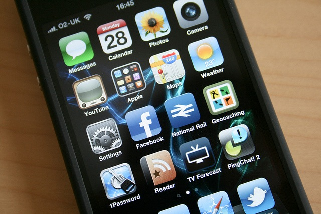 Hacker Discovers iPhone Security Flaw, Can We Really Trust SMS Messages?