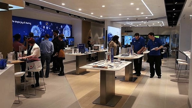 Samsung Opens New Store In Australia With A Strange Apple Like Appearance
