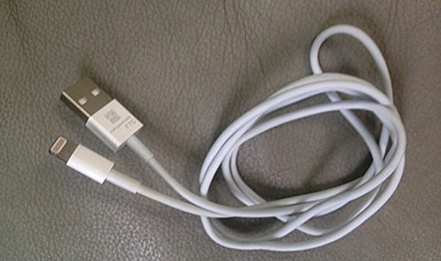 Updated iPhone Sync Cable Surfaces Online?